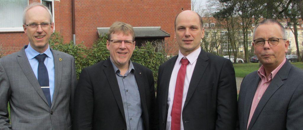 Foto Vorstand Schülerhilfsfonds, v.l.n.r. Wolfram van Lessen, Marten Lensch, Dr. Jörn-Michael Schröder, Frank Hülskämper